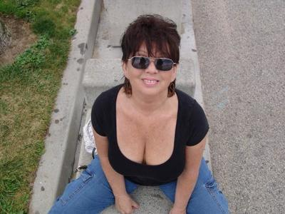 Bigtits tugging mature gets on all fours 6