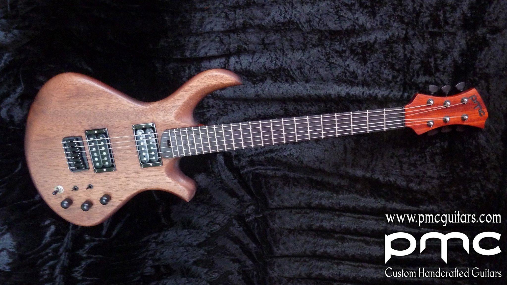 [LUTHIER] PMC Guitares - Guitares de luthier : Salon de Montrouge du 27 au 29 mars Full