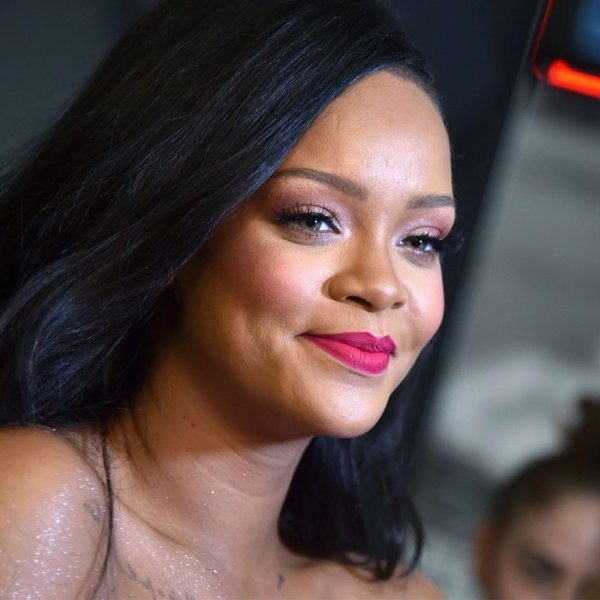 """Rihanna announces her first book, a """"visual autiobiography"""" with 500 pages and 1,000 photographs"""