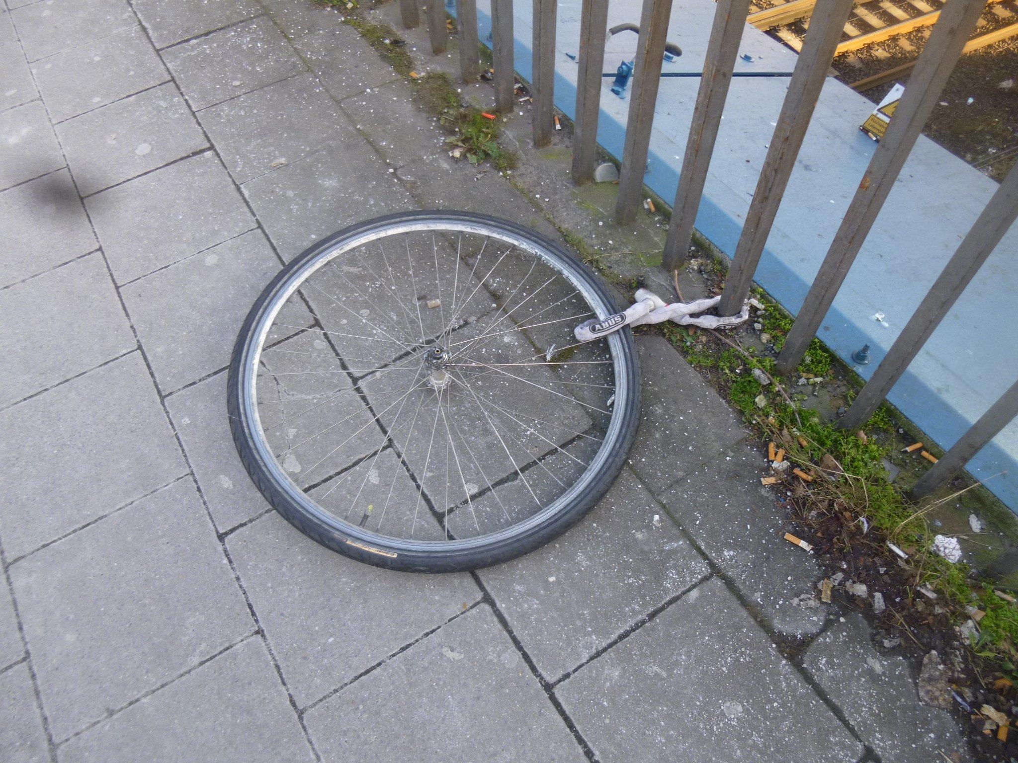 Ein Rad - angekettet